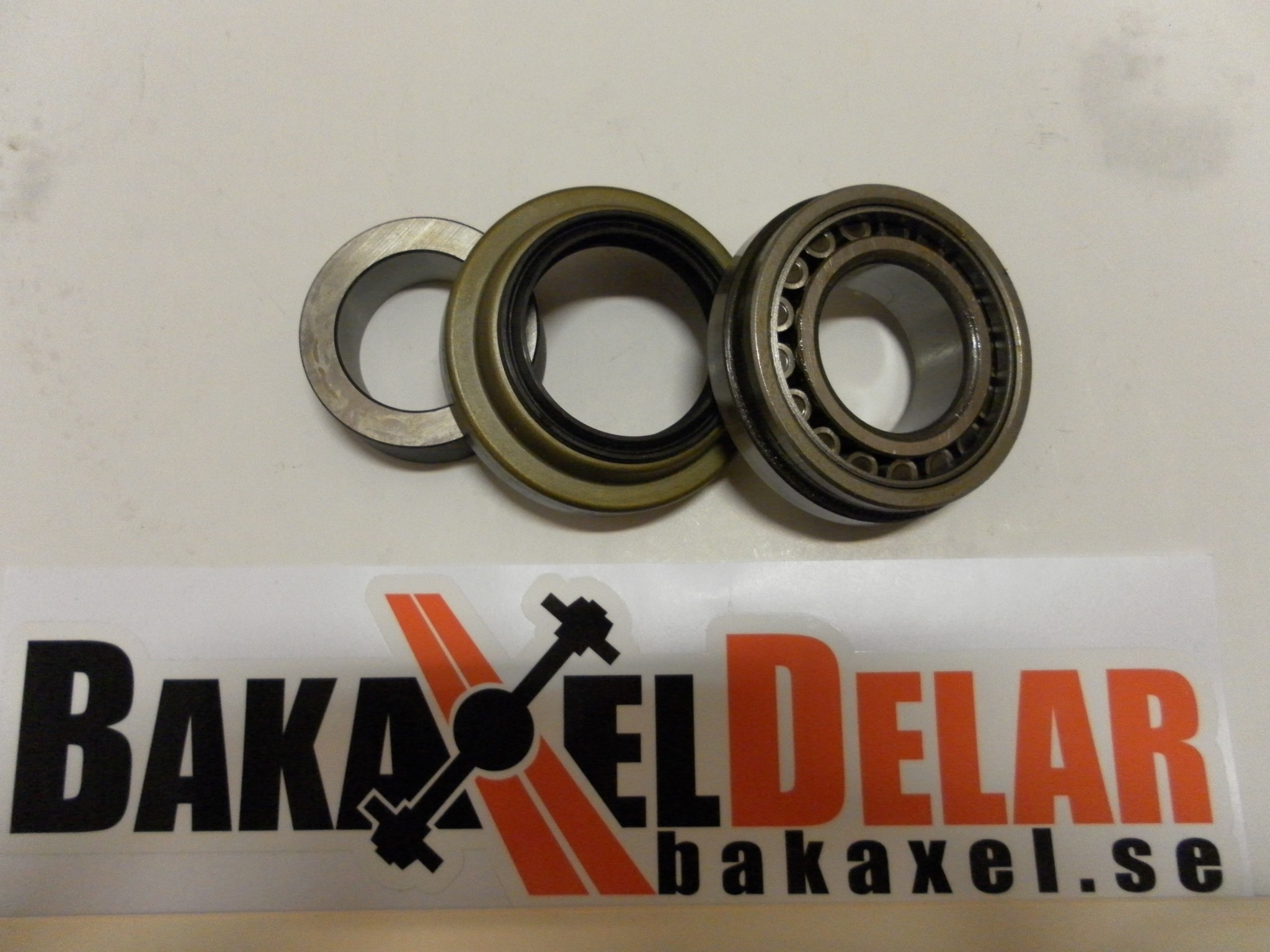 """Tapered axle bearing and seal kit, 3.150"""" OD, for 9"""" Ford."""